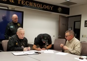 OCRACES and OCHEART sign a historic MOU for county repeater use